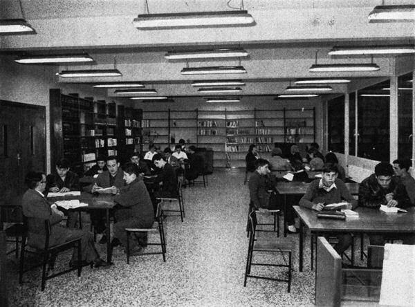Sala de lectura de la Biblioteca de Mollet del Vallès (1964) (Anuario..., 1964–1965, p. 300–301)