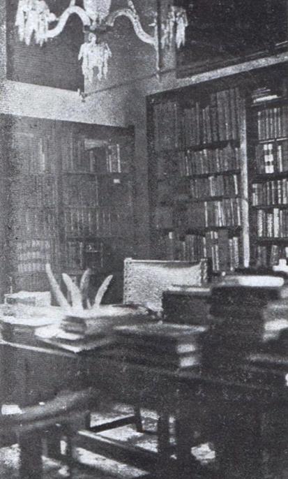 Figura 3. Sala de treball de Toda a la biblioteca d'Escornalbou (Butlletí de la Biblioteca de Catalunya, vol. 6, 1920–1922)