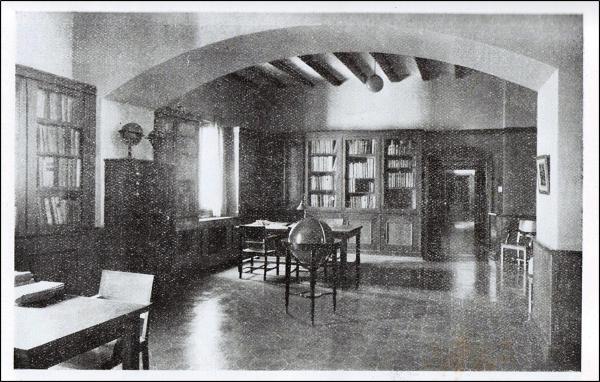 Figura 4. Antiga sala Toda a la Biblioteca de Catalunya amb la col·lecció Bibliografia Espanyola d'Itàlia(Fontanals; Losantos, 2007)