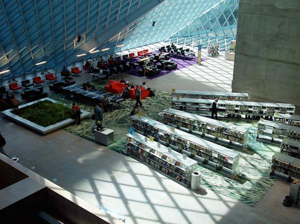Figura 5. Biblioteca Pública de Seattle (Autor: Ignasi Bonet. Llicència CC BY 2.0)