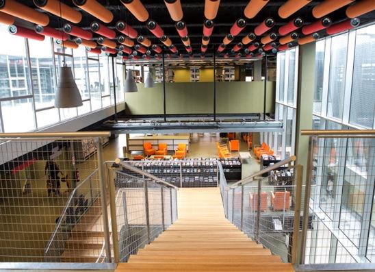 Escala interior d'accés a planta 2 (2 de setembre de 2014). Foto: Òscar Ferrer