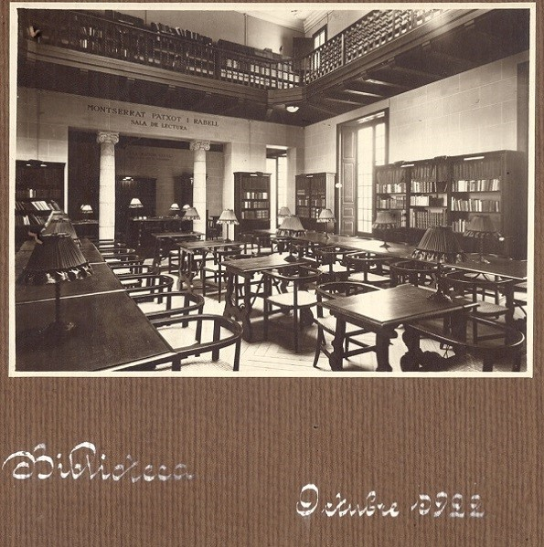 Figura 1. Biblioteca Popular de la Dona, octubre de 1922. Ubicación en Sant Pere Més Baix, 7. Fuente: Archivo Francesca Bonnemaison